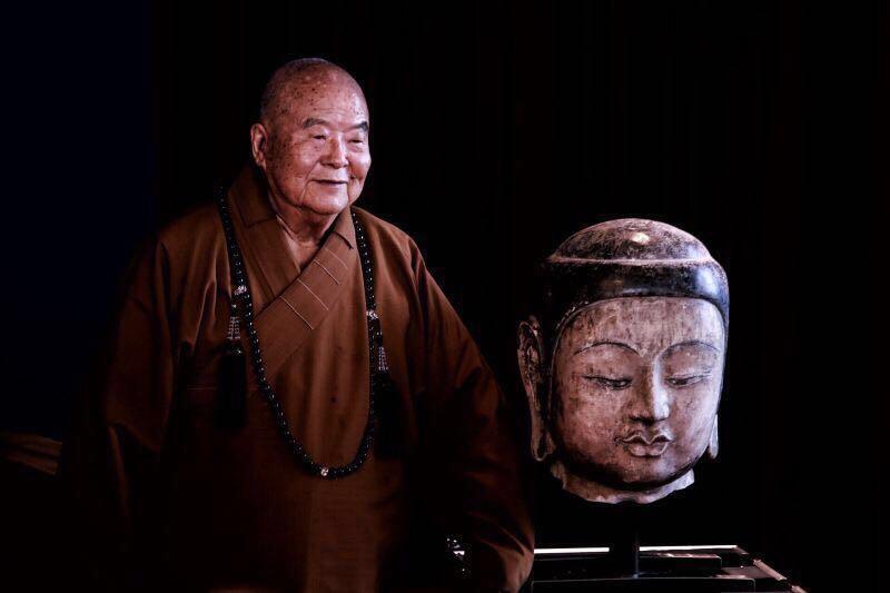 星云大师和北齐皇族高叡敬造的释迦尼佛像的佛首