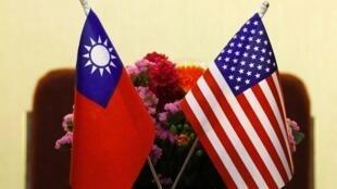 Taïwan est au cœur des tensions entre les États-Unis et la Chine. Face aux manœuvres d'intimidation militaires de Pékin, les États-Unis ont déclassifié des câbles diplomatiques datant des années 1980. La preuve de leur soutien au gouvernement taïwanais.