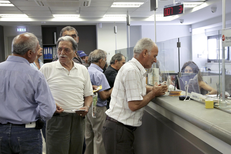 A Grécia reabre seus bancos nesta segunda-feira. O limite máximo de saque por semana passa à ser de €420 em vez dos €60 por dia.