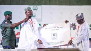Le président de la Commission électorale nigériane (Inec), Mahmood Yakubu, à Abuja, le 25 février 2019.
