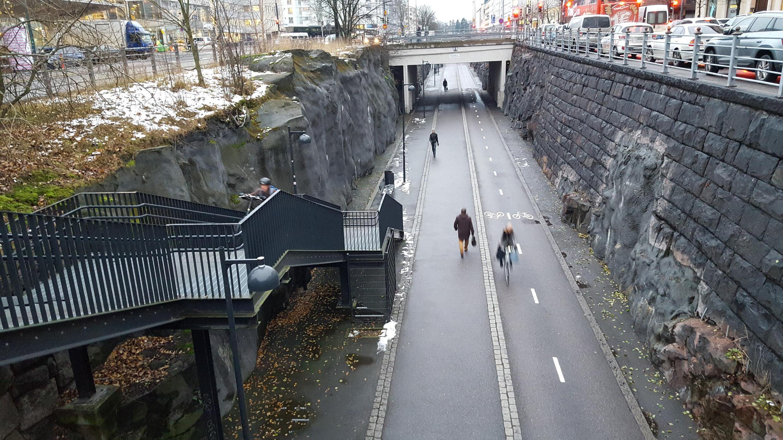 """900 000 cyclistes enpruntent chaque année la """"Baana"""", première autoroute pour vélos ouverte en 2012 à Helsinki"""