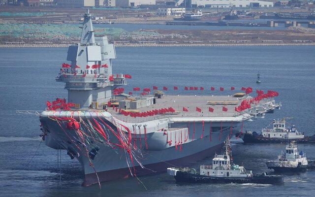Trung Quốc hạ thủy tàu sân bay tự chế tạo đầu tiên ở cảng Đại Liên (Dalian), 26/04/2017.
