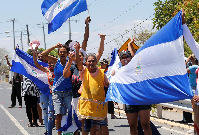 Scènes de joie après la libération de cinquante prisonniers au Nicaragua, incarcérés pour avoir pris part à des manifestations anti-Ortega, le 15 mars 2019.