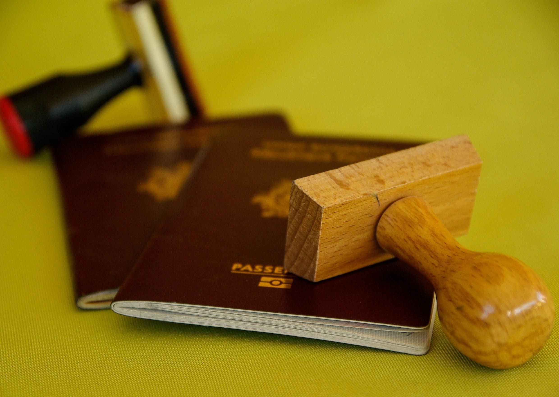 Le ministre délégué Chancel Sekode est poursuivi pour faux et usage de faux passeports (image d'illustration)