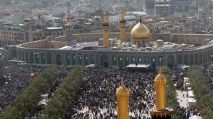 چشم اندازی به سوی مقبره امام حسین - کربلا