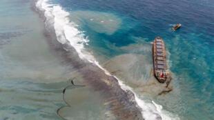 Wakashio oil spill Pointe dEsny Mauritius