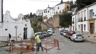 Une partie des Espagnols a repris le travail, essentiellement dans l'industrie et la construction. Ici, à Ronda, dans le sud de l'Espagne, le 13 avril 2020.