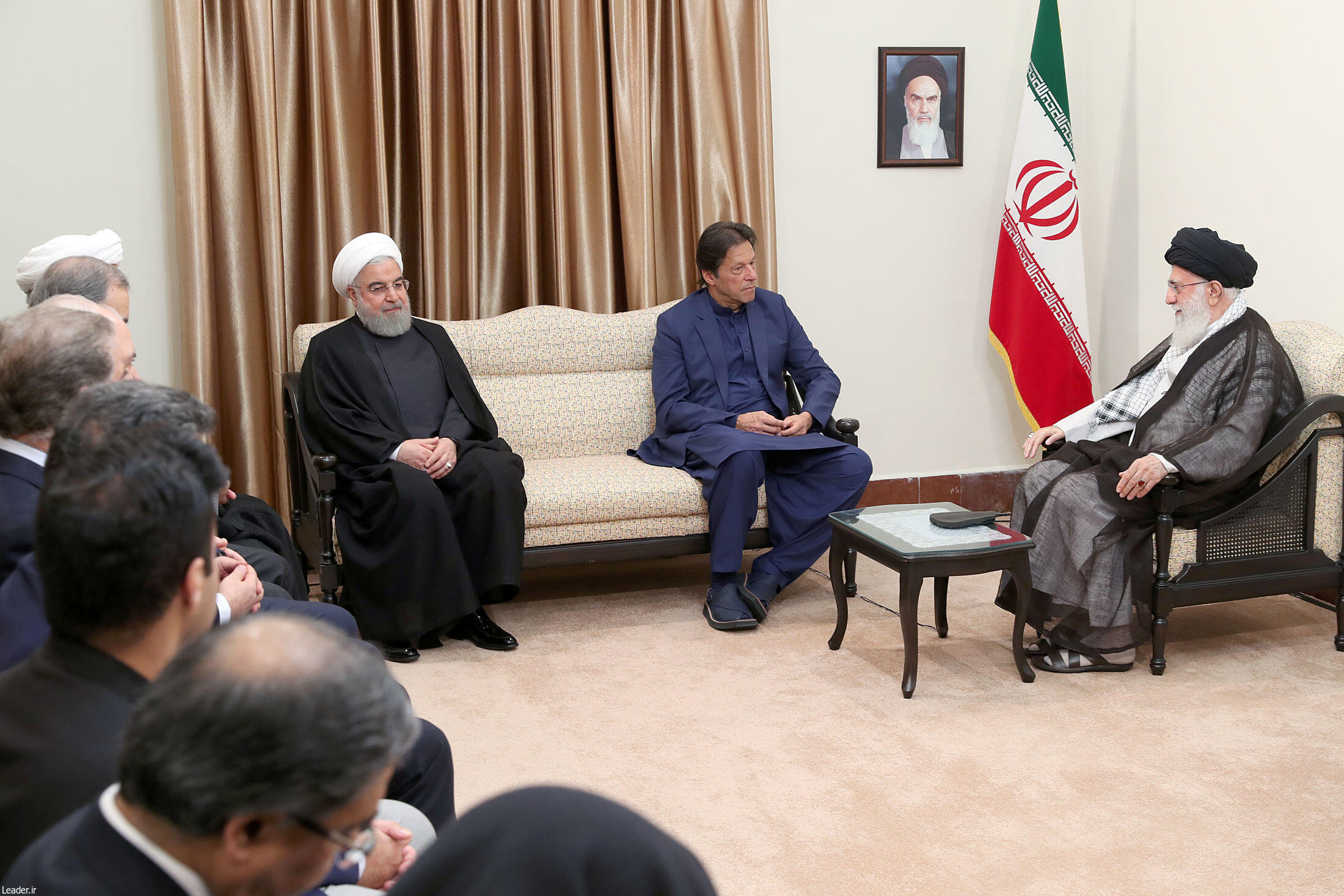دیدار عمران خان، نخست وزیر پاکستان با علی خامنهای رهبر جمهوری اسلامی ایران. یکشنبه ٢١ مهر/ ١٣ اکتبر ٢٠۱٩