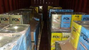 À Hambourg, dans le nord de l'Allemagne,17 tonnes de cocaïne ont été trouvées dans plus de 1700 boîtes d'enduit dans un conteneur en provenance du Paraguay.