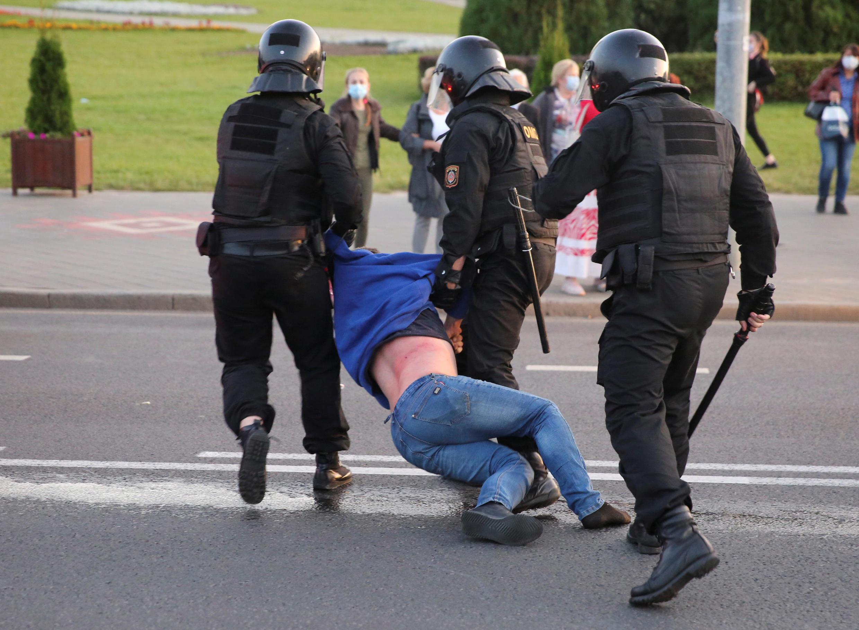 2020-09-23T173529Z_1600666738_RC2H4J9UIALV_RTRMADP_3_BELARUS-ELECTION-PROTESTS