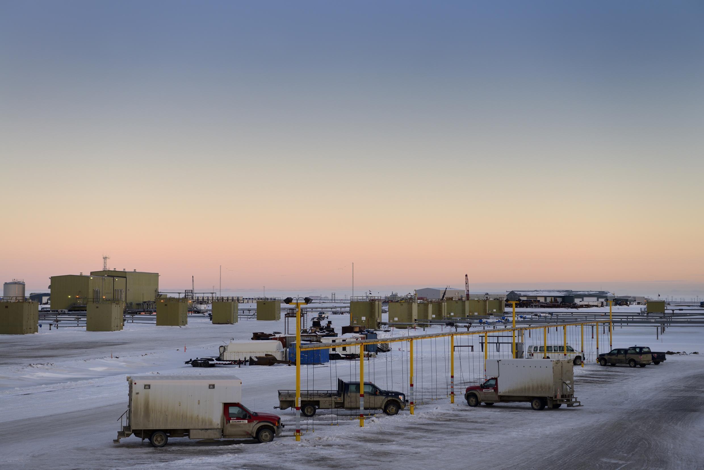 Exploitation pétrolière sur les rives de la mer de Beaufort en Alaska (Arctique).