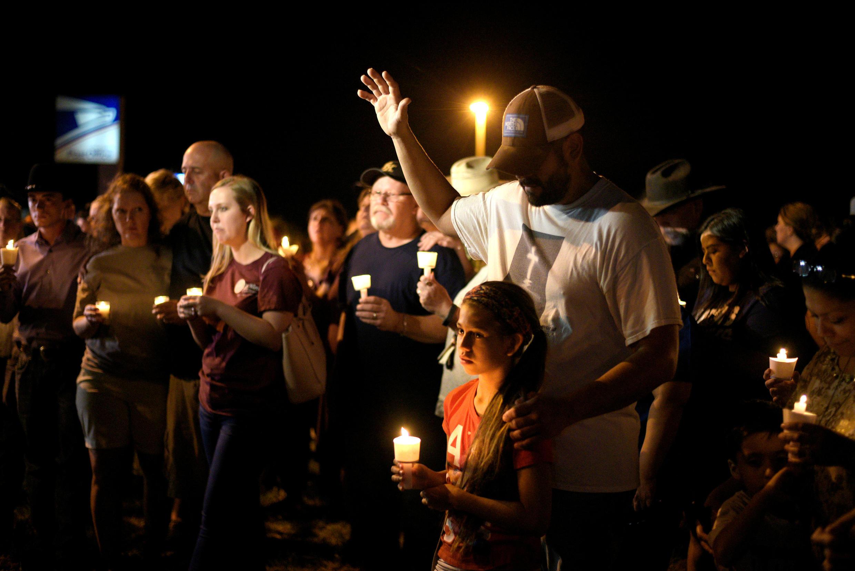 Vigília no Texas depois do tiroteio