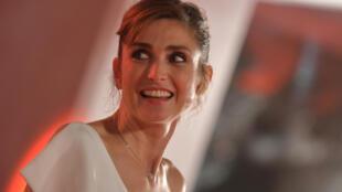 Julie Gayet fait partie des nombreuses actrices du cinéma français à avoir répondu favorablement à l'appel de la Fondation des Femmes.