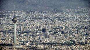 Les œuvres de 700 artistes sont exposées dans les rues de Téhéran.