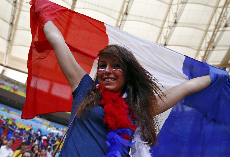 Cerca de 5 000 torcedores franceses estavam presentes Estádio Nacional Mané Garrincha.