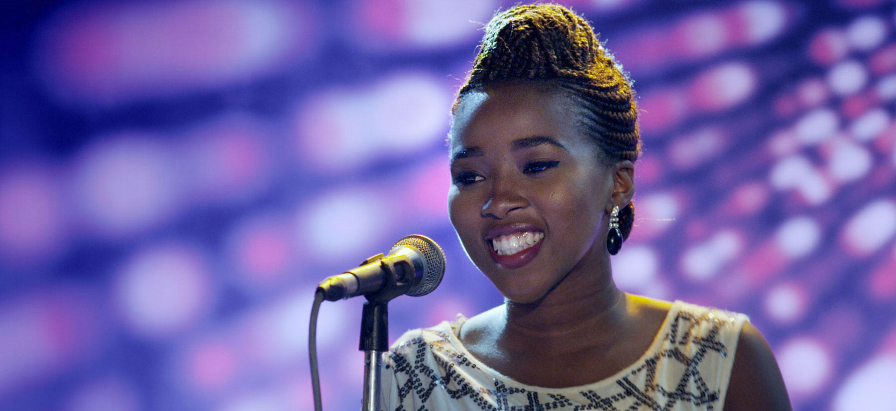"A cantora Bongi (Mohau Mokoatle) na série ""Shuga"""