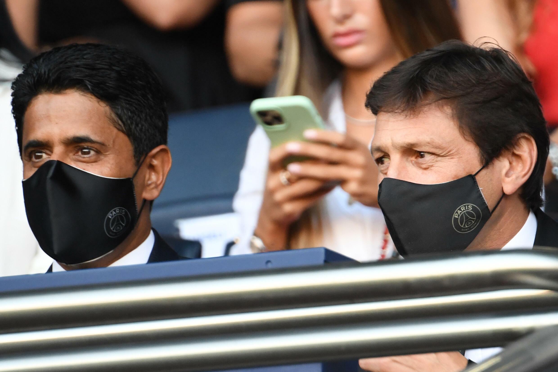 Le président du PSG Nasser Al-Khelaifi et son directeur sportif Leonardo, le 14 août 2021 au Parc des Princes