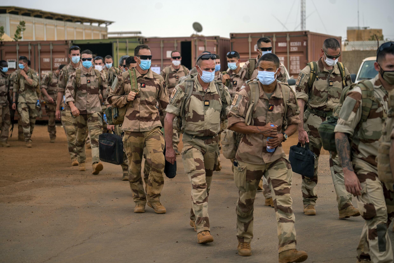 Soldats français de Barkhane quittant leur base à Gao après une mission de quatre mois