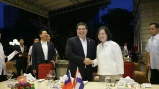 台灣中華民國總統蔡英文(前右)11日晚間設宴歡迎巴拉圭總統卡提斯(前右2)。