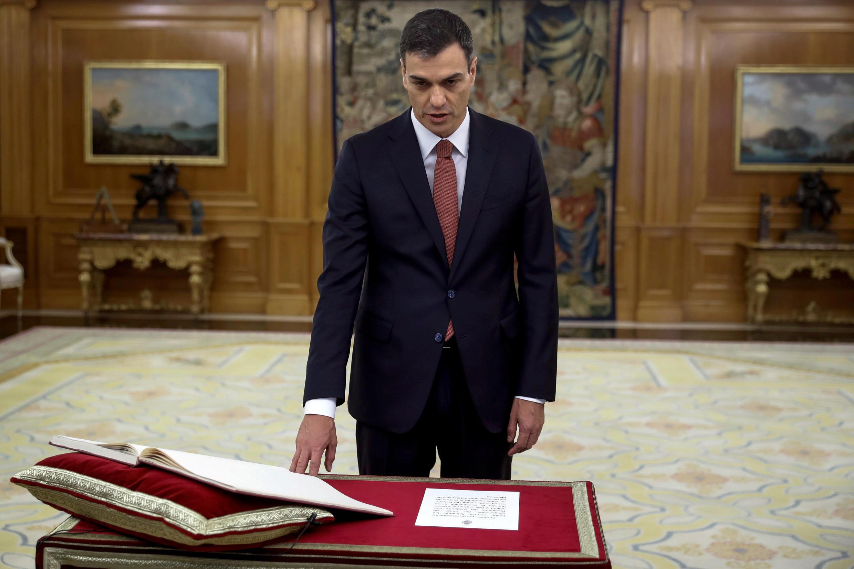 lãnh đạo đảng Xa Hội Tây Ban Nha (PSOE) Pedro Sanchez tuyên thệ nhậm chức thủ tướng tại Madrid ngày 02/06/2018.