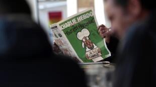 Os franceses correram novamente às bancas nesta quinta-feira para comprar o Charlie Hebdo