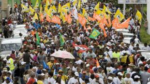 Des milliers de personnes ont manifesté contre la vie chère dans les rues de Pointe-à-Pitre, en Guadeloupe, le 30 janvier 2009.