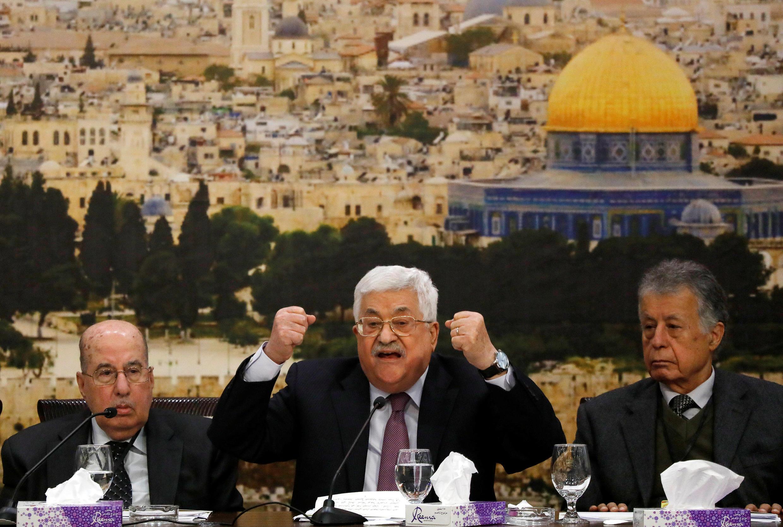 លោកប្រធានរដ្ឋអំណាចប៉ាឡេស្ទីន Mahmoud Abbas (រូបកណ្តាល)