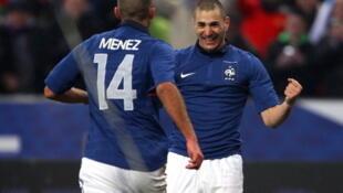 Karim Benzéma festeja su gol contra Brasil.
