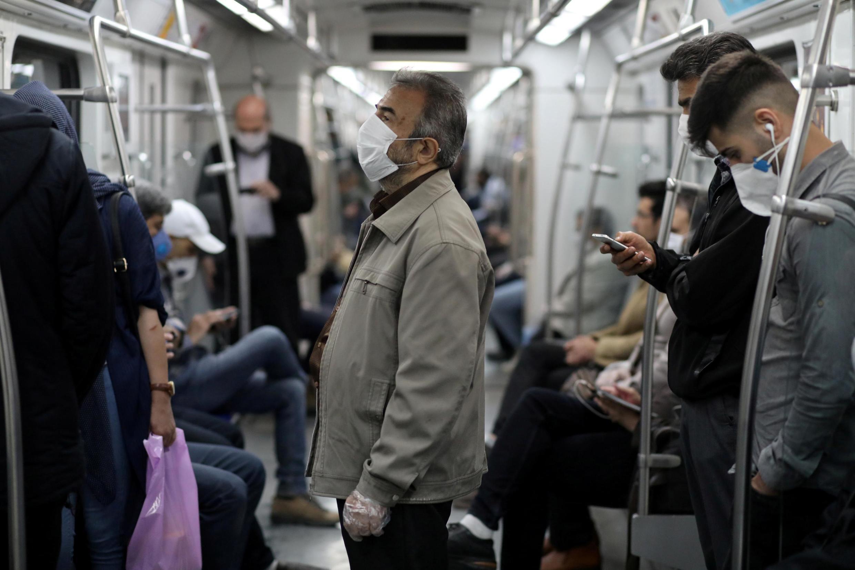 存档图片: 德黑兰地铁内一景 Image d'archive :dans le métro de Téhéran