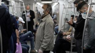 Dans le métro de Téhéran, le 20 mai 2020.