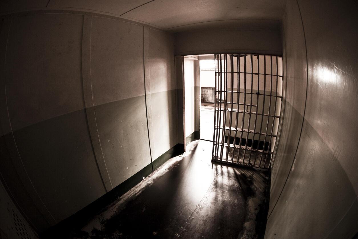 Chaque année en France, 85 000 personnes sortent de prison, 59% récidivent dans les cinq années qui suivent leur libération.