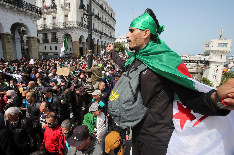 2021-04-09T150447Z_567164917_RC2FSM9HXQR4_RTRMADP_3_ALGERIA-PROTESTS