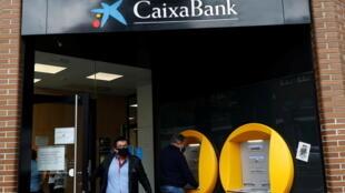 Espagne Banque CaixaBank emploi suppression postes