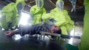 Les forces de sécurité israélienne lors d'un exercice contre une attaque à l'arme chimique.