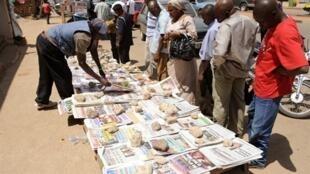 Un étal de vente des journaux (photo d'illustration).