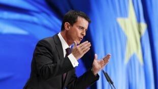 Le Premier ministre Manuel Valls lors de son discours au congrès du SPD, à Berlin, le 12 décembre 2015.