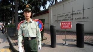 Lango la ubalozi mdogo wa Marekani katika mji wa China wa Chengdu, Sichuan, Julai 23, 2020.