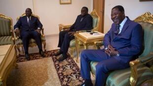 塞内加尔总统萨勒、贝宁总统博尼·亚伊与过度政府领导人卡凡多会晤。2015-09-19