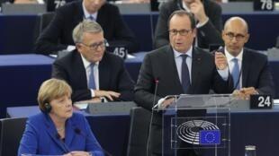 Angel Merkel et François Hollande au Parlement européen à Strasbourg, le 7 octobre 2015.