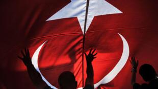 В Турции 121 бывшего сотрудника жандармерии приговорили к пожизненным срокам по делу о попытке госпереворота (архивное фото).