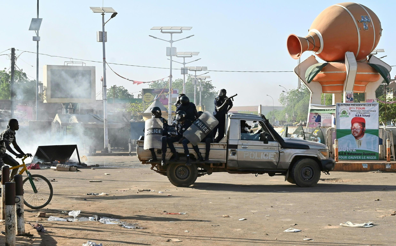 Miembros de la policía antidisturbios en Niamey, capital de Níger, el 23 de febrero de 2021