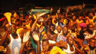 Côte d'Ivoire-Algérie : les Ivoiriens fêtent la victoire de leur équipe nationale. Abidjan, le 1er février 2015.