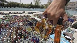 در ایران، خرید و فروش مشروبات الکلی آزاد نیست و به صورت قاچاقی انجام میگیرد.