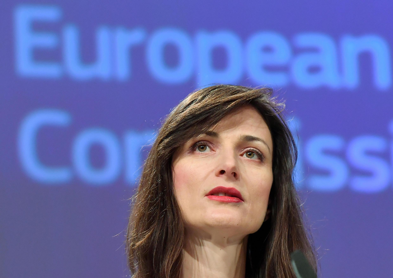 La commissaire européenne Mariya Gabriel lors d'une conférence en janvier 2019 pour détailler le code de conduite anti-désinformation qu'ont signé les plateformes en ligne.