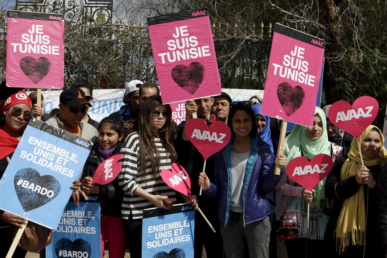 La manifestation a attiré plusieurs dizaines de milliers de personnes dans les rues de Tunis, le 29 mars 2015.