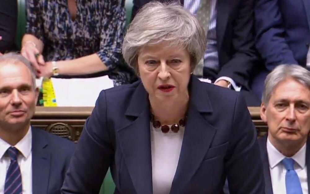 英國國會以11票之差表決通過,把英國首相梅(Theresa May)政府的脫歐協議若在15日遭到國會否決後的修改期,從21天縮短至3天   2019年1月9日