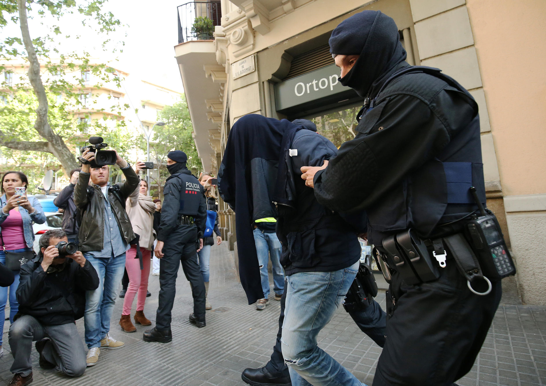 A polícia prendeu oito homens no total