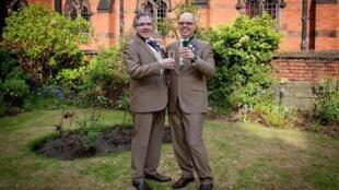 Mariage religieux pour ce couple qui vient de se dire oui. Liverpool, 8 mai 2012.