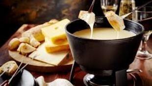 萨瓦奶酪火锅 法国阿尔卑斯上的一道冬日美食