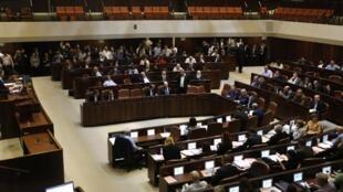 Ngày 26/12/2018, Knesset tức Quốc Hội Israel đã tự giải tán để bầu lại vào ngày 09/04/2019.